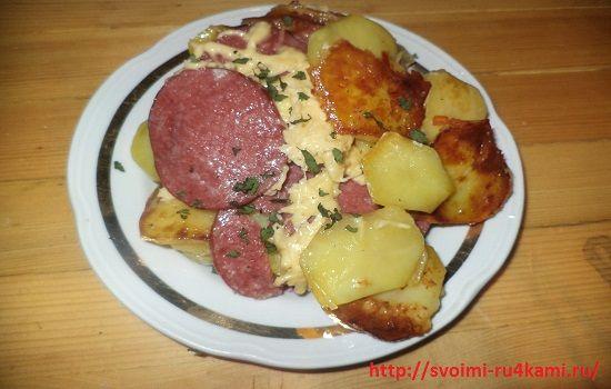 Картошка с колбасой в мультиварке готова