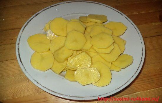 Нарезаем картофель кружочками