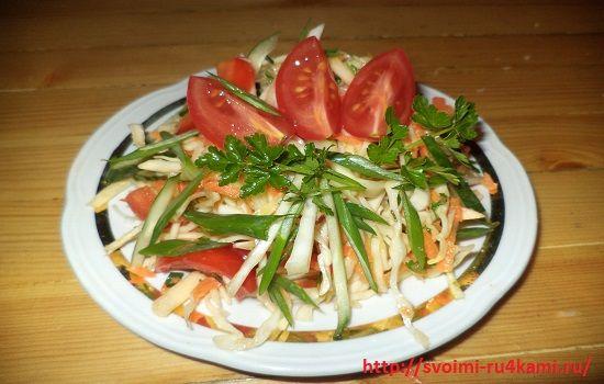Салат из капусты с огурцом готов