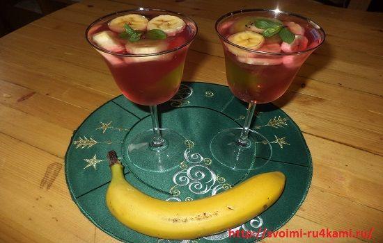 Желе с фруктами готово