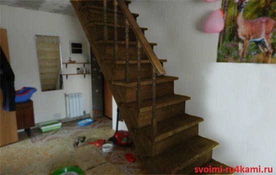 Деревянная лестница изготовлена