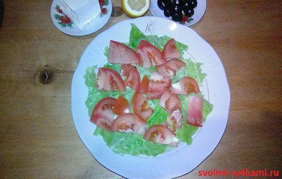 Режем помидор полукольцами