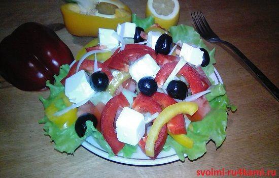 Классический греческий салат готов