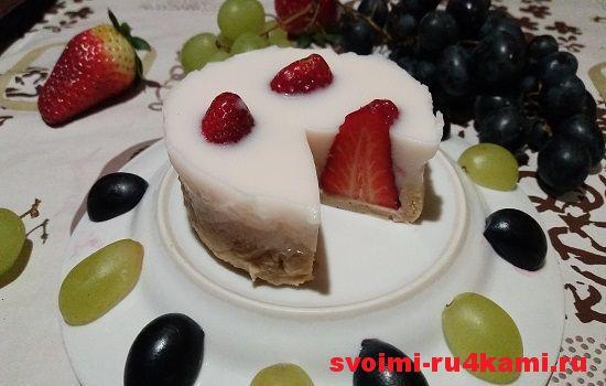 Десерт из клубники и печенья