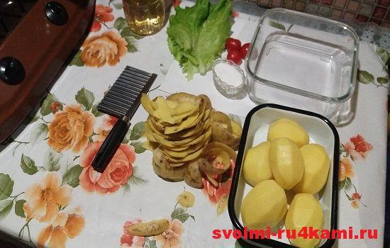 Картошку моем и очищаем от кожуры