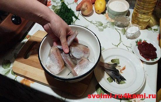 Обрабатываем и моем рыбу