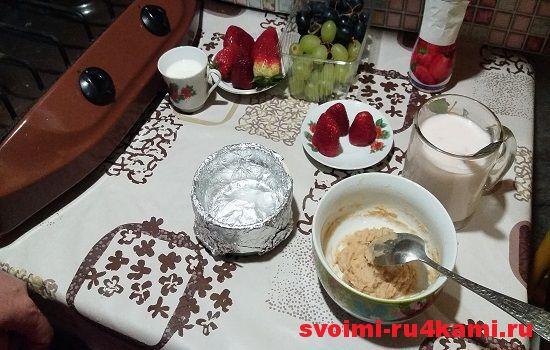 Придаем фольге форму тарелки