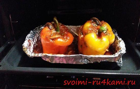 Ставим в духовку фаршированные перцы